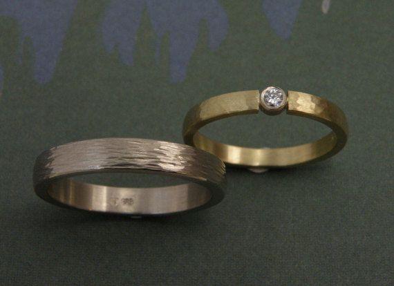 Hamerslag  Handgemaakte trouwringen  Geelgoud en witgoud  door Oogst