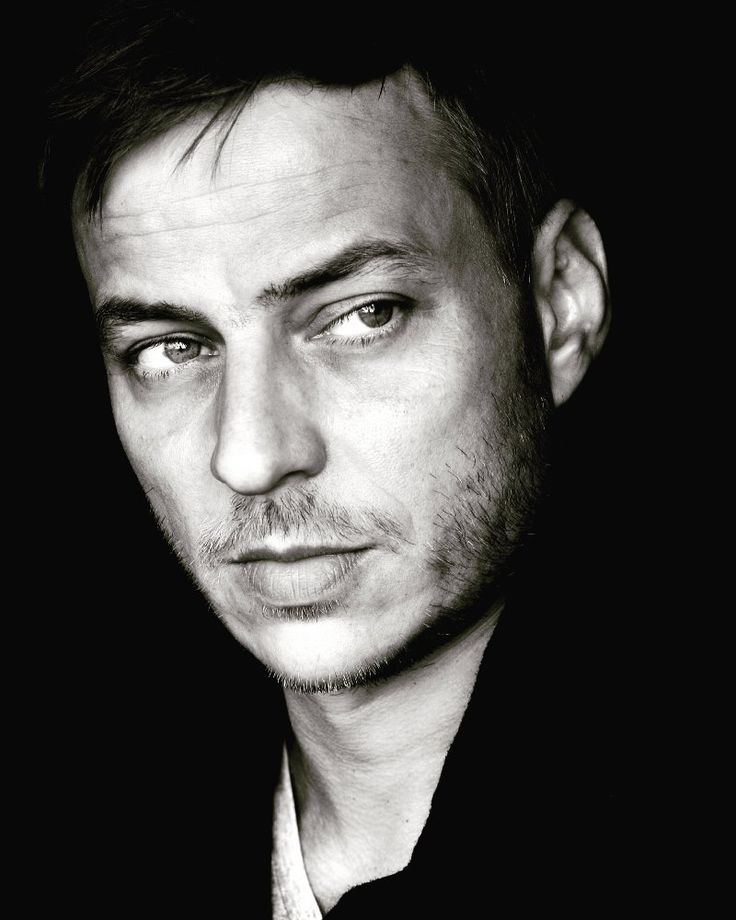 Tom Wlaschiha                                                       …