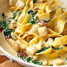 Makaron z kurczakiem i szpinakiem w sosie curry | Kwestia Smaku