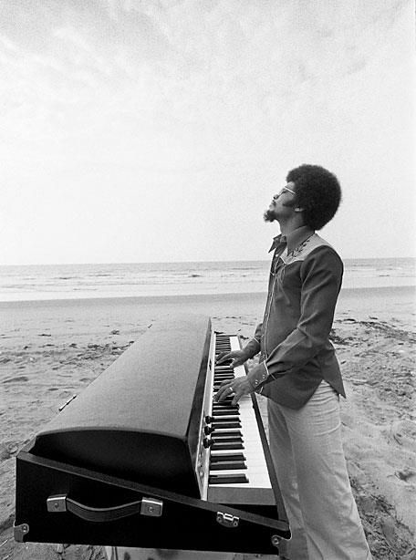 Herbie Hancock takes his Fender Rhodes on a beach vacation