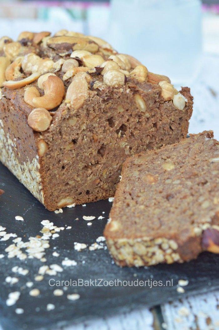 Een recept van Rens Kroes uit Powerfood van Friesland naar New York  Ontbijtkoek met rogge, havermout en dadels. Heerlijk zoet en toch zonder suiker en boter :)