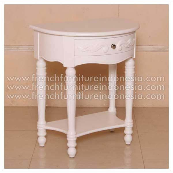 Order Princess Bedside from Jepara Furniture. We are reproduction furniture 100% export furniture manufacture with French Furniture style and high Quality Finishing. This Bedside is made from mahogany woods with high quality and good treatment process. #MahoganyFurniture #FurnitureManufacturer #FrenchFurniture #GalleryFurniture #HomeFurniture