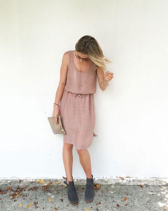 Basics Dress The Basics ligne a été créée dans le but doffrir des modèles que vous pouvez porter tous les jours. La conception de la robe de