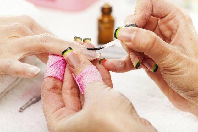 Ultima tendencia en manicura : rayas en las uñas