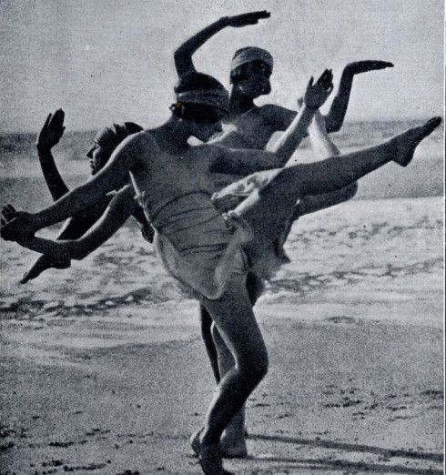 Margaret Morris.  In 1909 she met Raymond Duncan, brother of Isadora Duncan, who taught her the six Greek positions, adapted from images on ancient Greek vases. She elaborated on these to produce her own dance system aiming at naturalism and freedom.