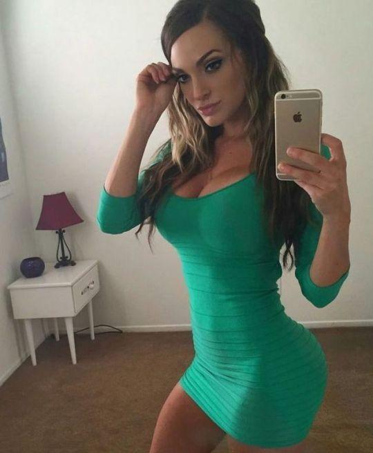 Beautiful greed dress ans perfect selfie Nienna Jade  8627dfae2