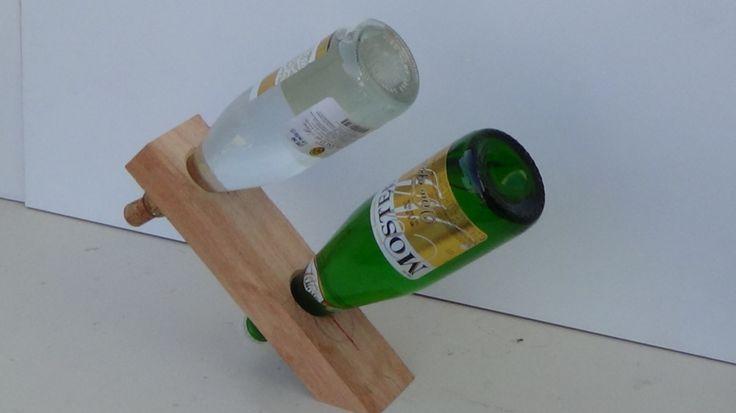 Soporte para dos botellas sin base sostenido por gravedad