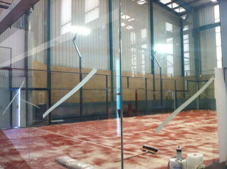 Central Padel León, proyectores de led en pistas de padel indoor