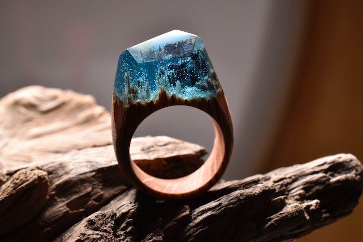 Dřevěné+prsteny+ukrývají+neuvěřitelné+miniaturní+krajiny