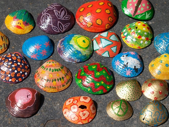 """crei ser la unica loca que se le ocurria pintar caracolas .. """"Painted shells."""" by Nik Taylor   Redbubble"""