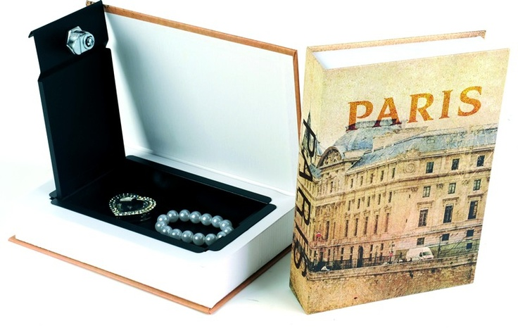 Booksafe #Paris   Mooi boek over Parijs met binnenin een geheime kluis met sleutel. Valt niet op tussen de andere boeken in je bibliotheek.   Ideaal cadeau voor die geheimzinnige vriend of vriendin.   @maxandme.be