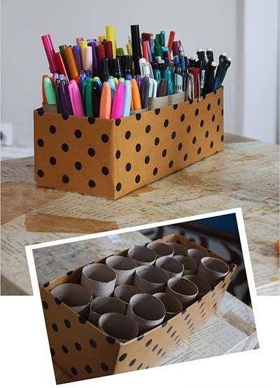 收纳笔筒:有孩子的家庭一定知道,孩子们用的笔可谓种类繁多,这个用鞋盒及各种卫生纸芯组合成的收纳装置可以清楚地将彩色水笔、蜡笔、铅笔等零碎进行分类,一目了然,简单实用哦。