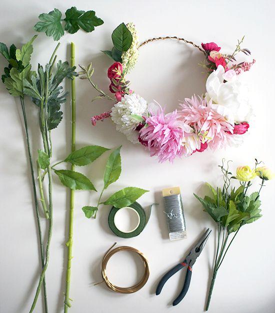 Hazte tu misma un precioso tocado o diadema de flores naturales. Compra flores, agudiza tu creatividad y pasate por Galacticblum para el resto!