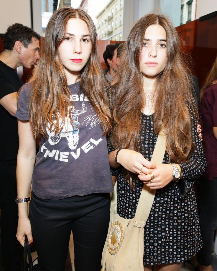 zosia and clara mamet                                                                                                                                                                                 Mehr