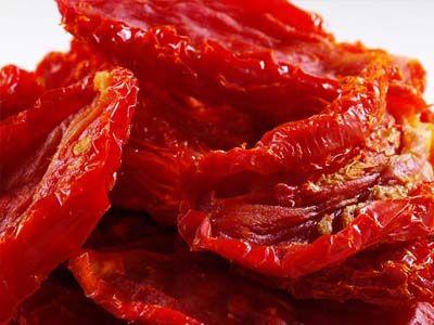 Вяленые помидоры — готовим в микроволновке - http://russiatoday.eu/vyalenye-pomidory-8212-gotovim-v-mikrovolnovke/      Вяленые помидоры! Этот поистине божественный деликатес пришел к нам из Италии. Искушенные итальянские повара добавляли и добавляют эти томатные деликатесы в разные мясные