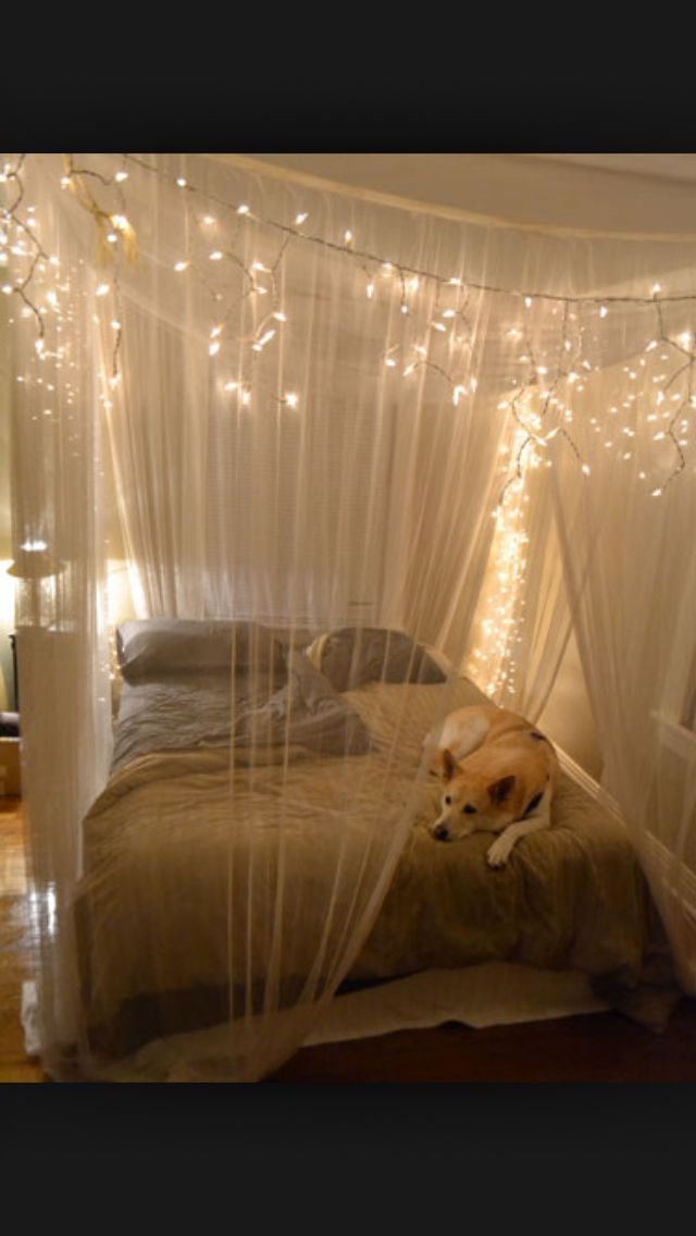 So pretty! I REALLY want to do this to my bed... If only I could figure out how they did it...!