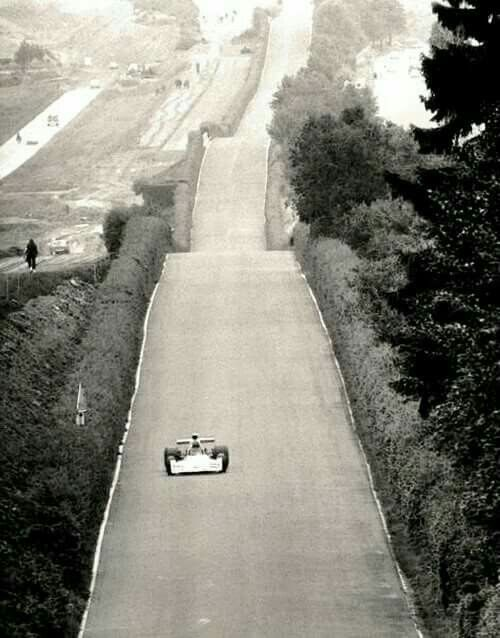 1973 German GP, Nurburgring : Carlos Reutemann in Brabham BT42 during qualifying. (ph: twitter.com)