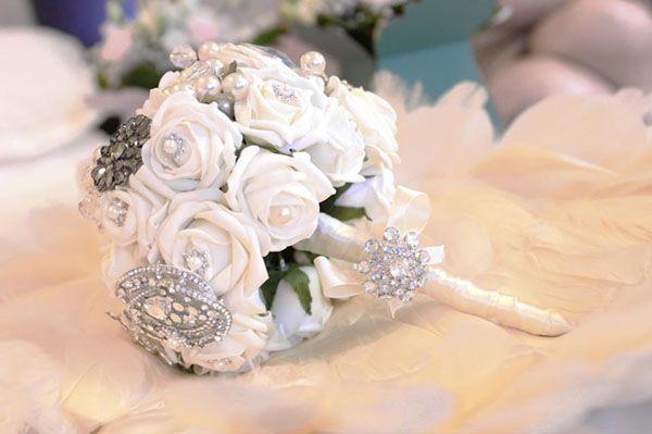 Dreamy Heirloom Brooch Bouquets