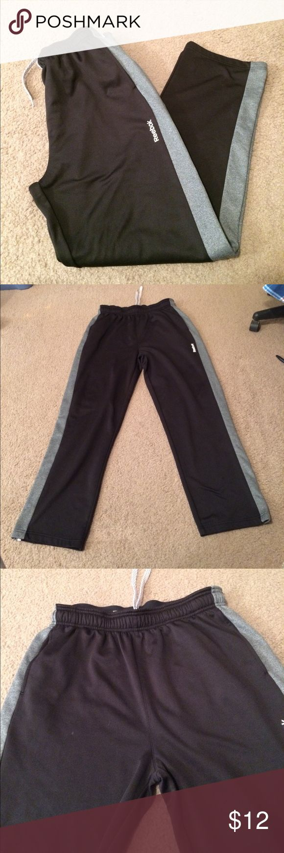 """$8 men's like new reebok athletic pants Like new condition! Probably only worn once. ✔The price in the beginning of the title of my listings is the bundle price. These prices are valid through the """"make an offer"""" feature after you create a bundle. These bundle orders must be over $15. Ask me about more details if interested.  ❌No trades ❌No holds Reebok Pants Sweatpants & Joggers"""