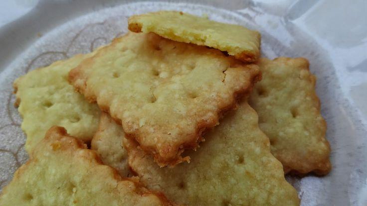 Micul in bucatarie: Biscuiti sarati cu branza cheddar