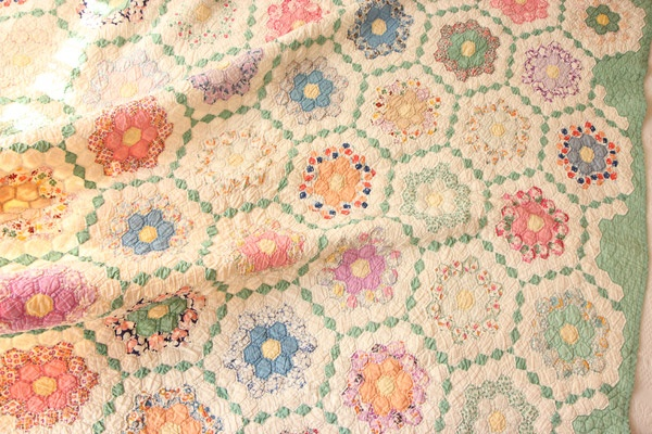 Vintage quilt a nice variation of grandmothers flower garden 30 39 s quilts pinterest for Grandmother flower garden quilt pattern variations