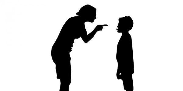 Le sculacciate e le urla non solo fanno male allo sviluppo emotivo dei piccoli, ma sono anche poco efficaci. Per crescere un bambino ci vogliono regole chiare, pochi discorsi e la giusta distanza emotiva tra genitori e figli. Daniele Novara spiega nel suo libro  Punire non serve a nulla (Bur) come costruire una buona organizzazione educativa.