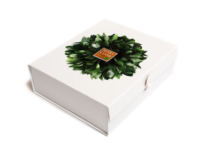 White box with full colour wreath design, gold foil logo and wooden button closure. Manufactured by Foldabox.