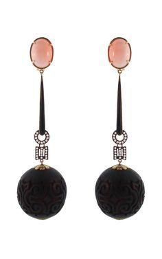 Art Deco, Earrings of Coral and Onyx, Piel de Angel, c1925. (Pendientes de coral (Piel de Ángel) y onix Art Deco. 1925.)