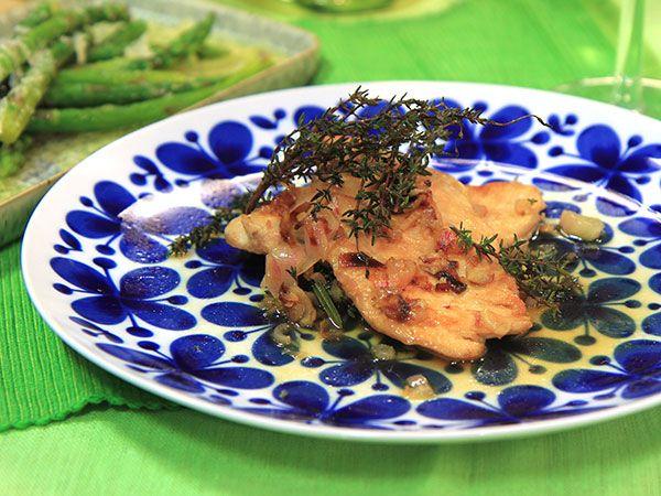 Vinkokt kyckling med sparris och parmesan | Recept från Köket.se