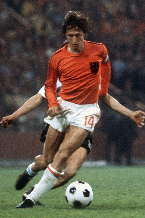 Holland 4 Argentina 0 in 1974 in Gelsenkirchen. Johan Cruyff shows his magic as the heavy rain came in Round 2, Group A at the World Cup Finals.