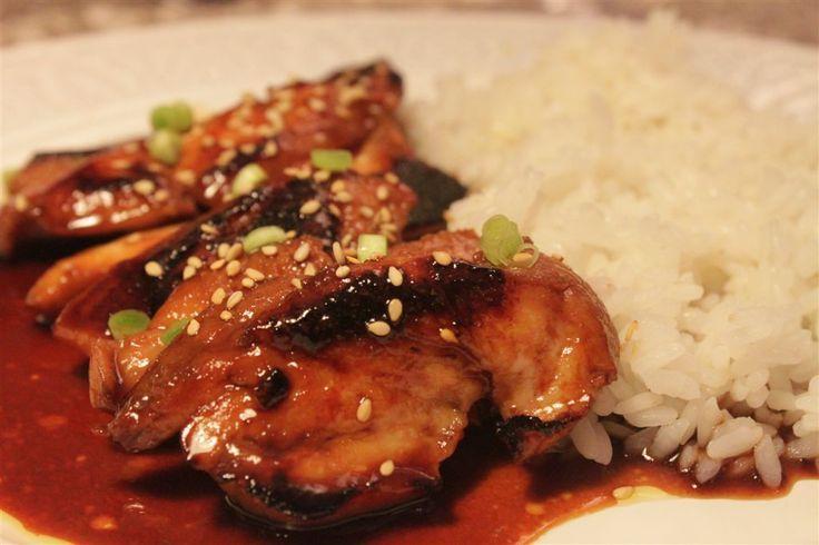 El pollo teriyaki es un pollo muy sabroso y demasiado fácil de hacer.   https://lomejordelaweb.es/