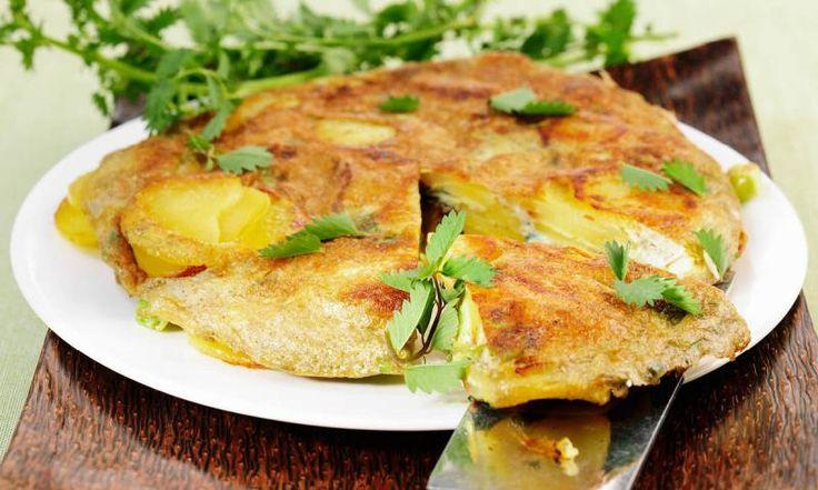 Bereiten Sie ein köstliches spanisches Omelett aus Eiern und Kartoffeln zu. Hier finden Sie das kostenlose Rezept für eine Kartoffeltortilla!