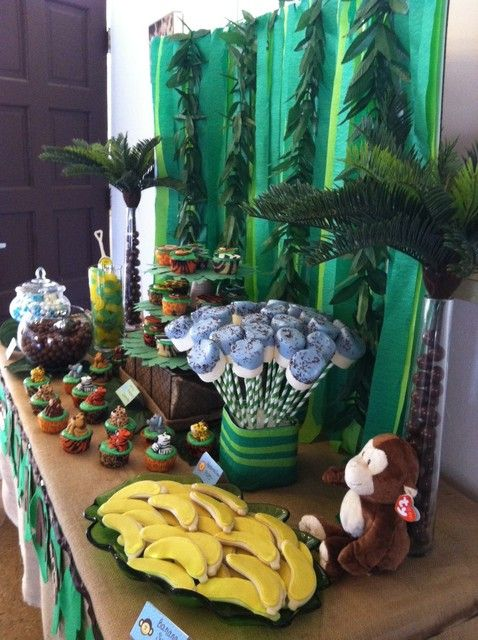 Awesome Safari Baby Shower theme which is similar to what I am going for with my own...King of the Jungle! This makes me even more excited :)