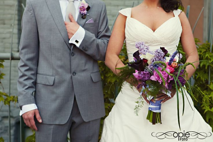 Gray suits with purple flowers, very handsome