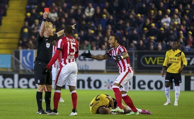 Jetro Willems otrzymał czerwoną kartkę po 29 sekundach gry • NAC Breda vs PSV Eindhoven • Sędzia przyznał się do błędu w Eredivisie >>