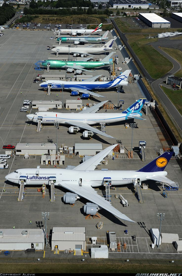 A Lufthansa 747-8i leading the line up of heavies at Everett