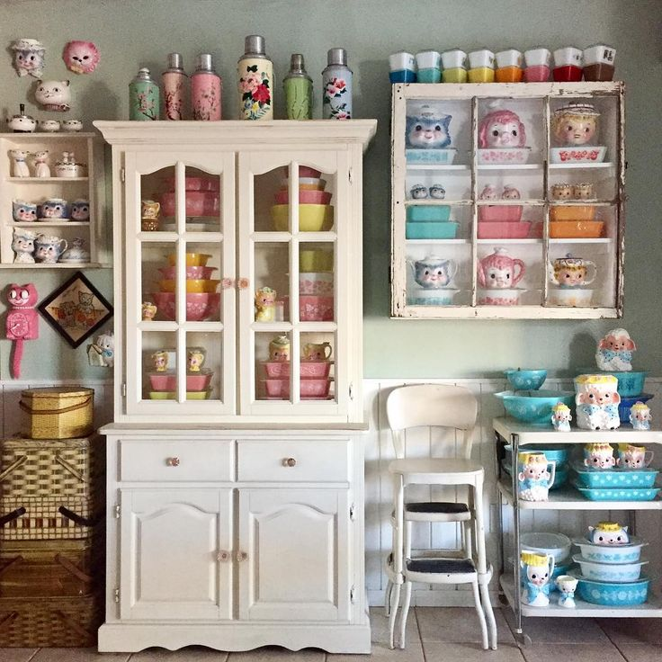 "My vintage kitchen, Pyrex display! Jennie on Instagram: ""I love the pink and yellow #pyrexdisplay  #kitschykitchen #leftonmisspriss #leftondaintymiss #leftonpinkpoodles #brinncolamb…"""