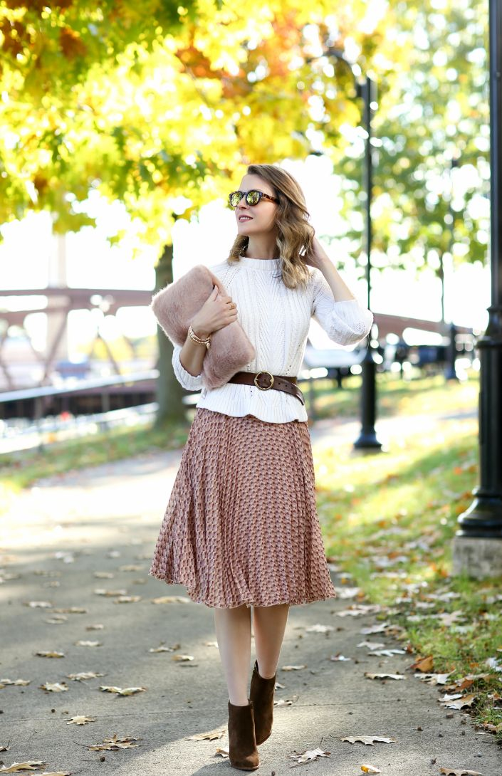 I find it nearly impossible to resist a pretty pleated skirt - and, while I already have quite a few in my wardrobe, what sets this on...