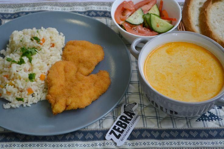 Ciorba a la grec de pui (400 ml) Snitel de pui crispy cu orez si morcov (100/200g) Salata de cruditati