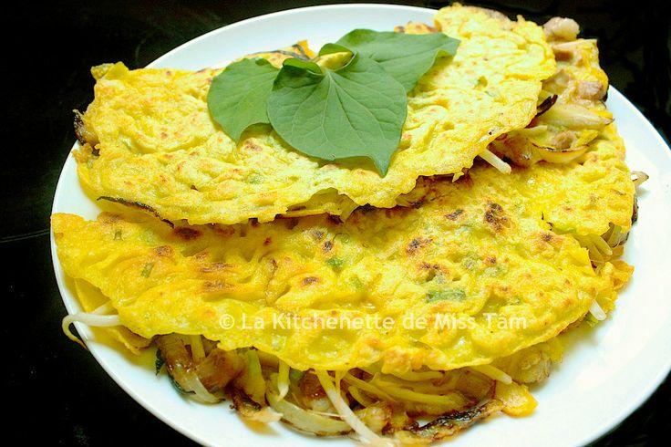 """Le recette hebdomadaire : Le """"Banh Xeo"""", autrement la crêpe vietnamienne ! Farcie avec des pousses de soja et bien d'autres condiments, la crêpe vietnamienne est bien différente de notre bretonne toute aussi minutieuse à réaliser. Vous trouverez toutes les bonnes instructions dans cette recette bien complète !"""