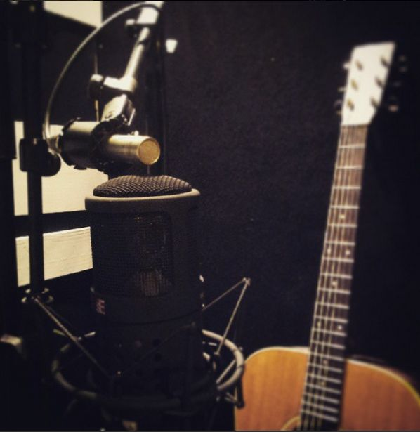 Trying out some M/S recording for acoustic guitar. Sounds big and sweet. The sE electronics microphone is amazing.