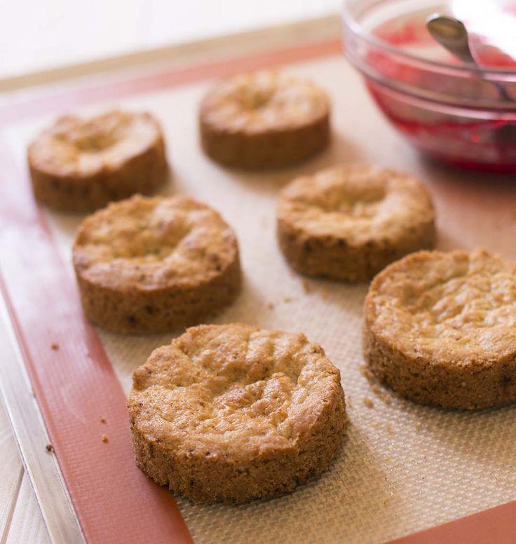 Le sablé breton vous servira de biscuit de base pour faire ma recette de mont-blanc aux framboises ou ma bûche pistache abricot. Retrouvez tous les biscuits de base à connaître pour réussir ses entremets.