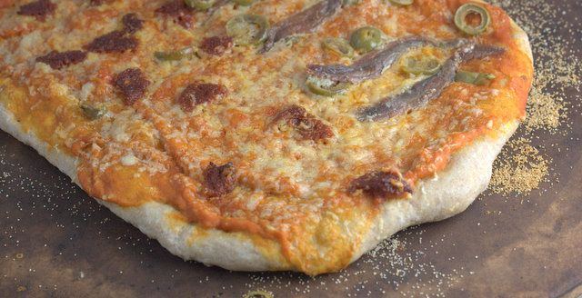 Spelt pizza from http://fussfreeflavours.com/2013/04/recipe-higher-fibre-spelt-pizza/ - no need to feel guilty about this one! #nutmegcomp