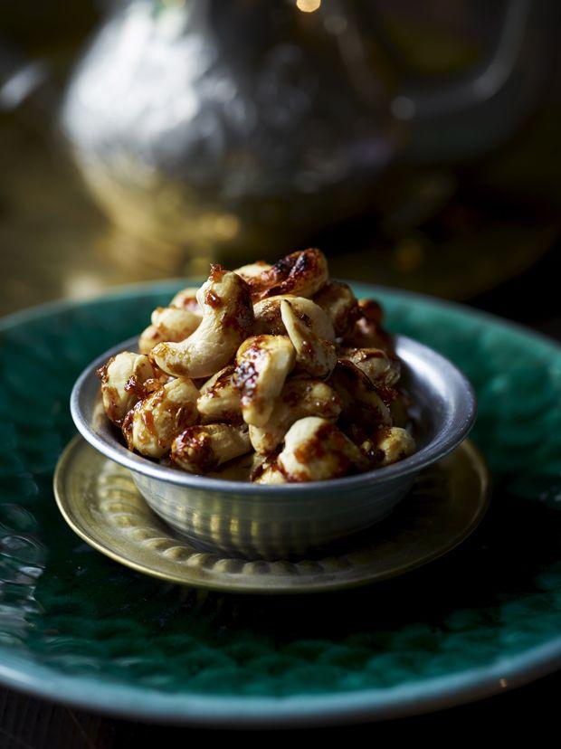 Overrask vennerne eller familien med en hjemmelavet snack, der nemt erstatter chipsskålen - vi giver dig opskriften på krydrede cashewnødder!