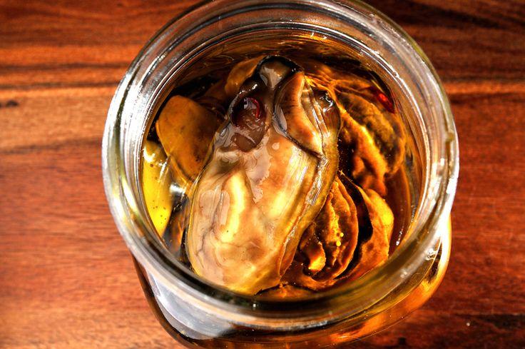 魚屋さんに聞いた「牡蠣のオイル漬けバルサミコ風味」の作り方が意外と簡単【年末年始のつまみ】 - メシ通