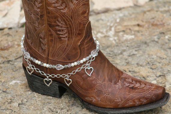 Pimp de boots!  #weddingshoes #trouwschoenen #DIY  www.bijnatrouwen.nl