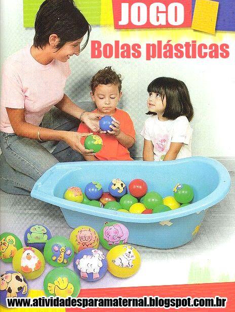 Usando bolas plásticas coloridas com desenhos de animais você pode fazer este divertido jogo para a turminha do berçário. Amei a dica de us...
