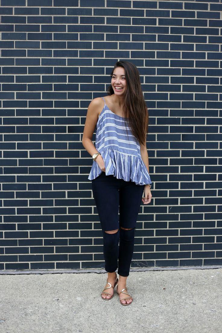 Emma's Style Guide. Blue striped top with ruffle+nay ripped jeans+golden sandals. Summer Outfit 2016 Top azul de rayas+vaqueros azul marino+sandalias planas doradas. Outfit Verano 2016