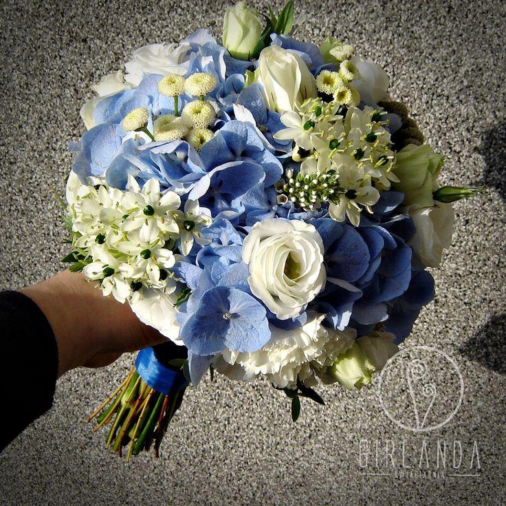 Blue wedding bouquet by Kwiaciarnia Girlanda