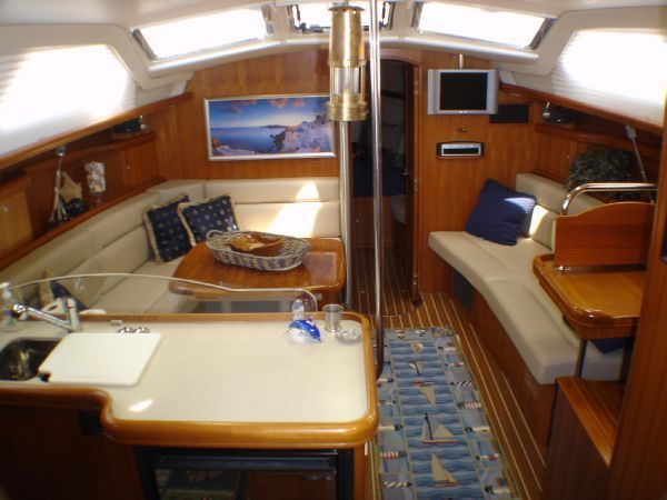 17 best ideas about hunter yachts nightclub design hunter 44 sailboat interior sailboat interiors com